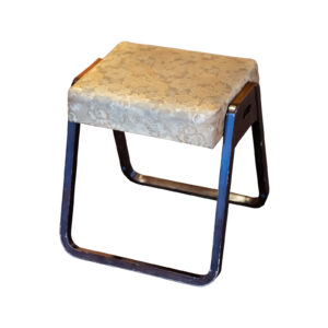 稲荷堂 椅子