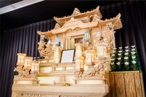 万松寺の葬儀 白木祭壇